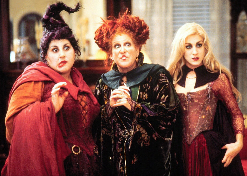 Hocus Pocus - Amanda discusses the Halloween classic, Hocus Pocus, with return guest, Shane, and first time guests, Marianne and Keith. Amanda has a revelation about Jimi Hendrix, Marianne wants a sibling like Dani or Max, Shane thinks he might be from an alternate reality and Keith is not as enchanted by the film as everyone else.