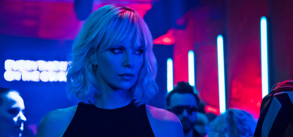 Atomic Blonde - Amanda has return guests Casey, Tim, Colleen and Stephen on to discuss the action film, Atomic Blonde. Casey likes the way the director handles the action scenes, Tim admits that if he were in a crazy spy fight he'd hand over his charge if he was exhausted, Collen thinks the movie has too many endings, Stephen wants to free the nipple, and Amanda feels like she's in a Charlize Theron Dior commercial. Erik also pops in for a surprise appearance.