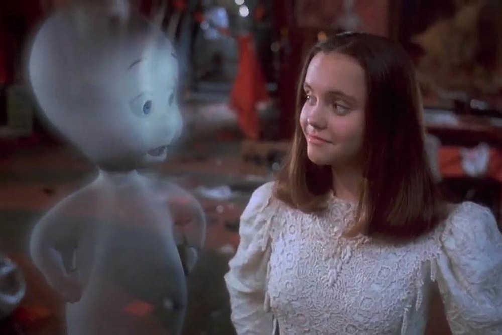 Casper - Amanda welcomes brand new guest Michelle, creator of the Red Rue webseries, to discuss 90's classic, Casper. Michelle is impressed with the CGI from 1995 and Amanda admits to her crush on Devon Sawa in the movie.