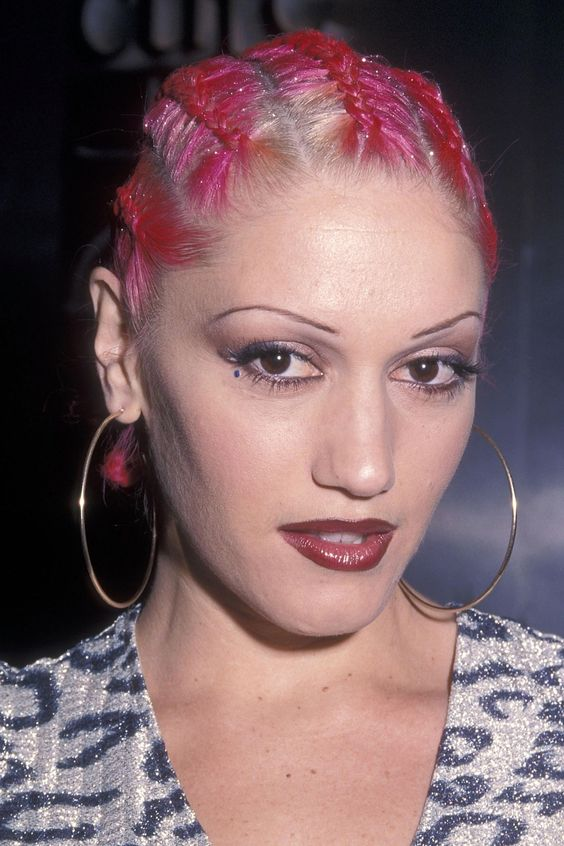 2000s Gwen Stefani - The other reason my Brown never grew back. Gee thanks Gwen.