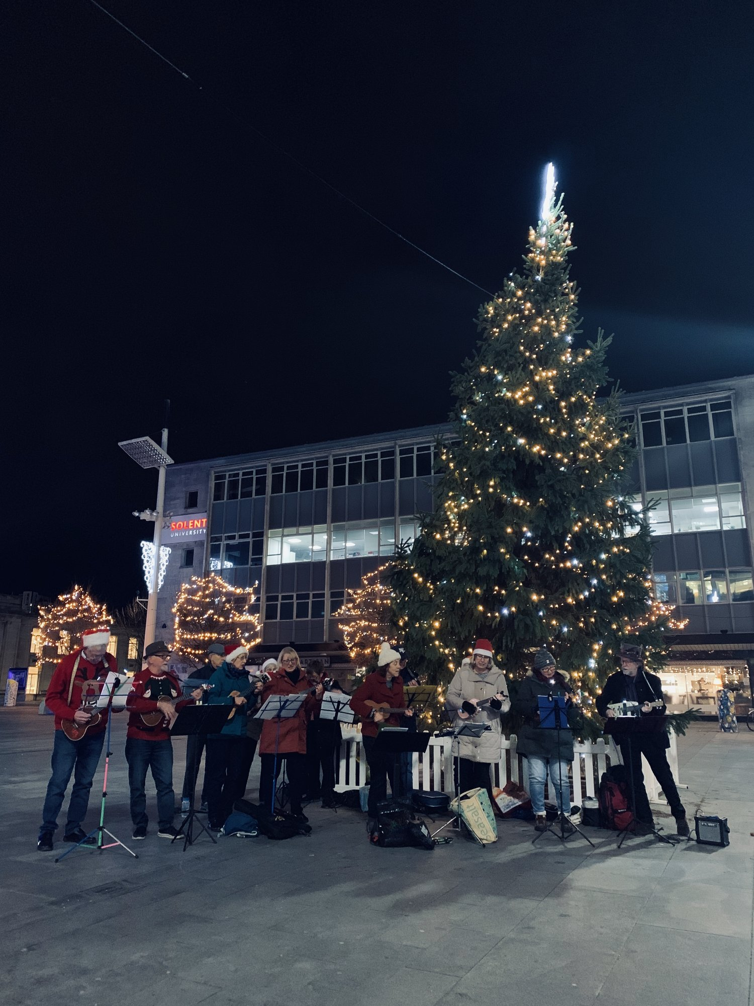 Rock Around The Christmas Tree.Festive Feelings Come To Guildhall Square As Sholing Ukuleles