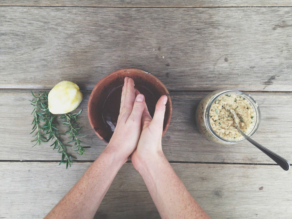 Rosemary and lemon body scrub recipe | Eco friendly living - The Foraged Life