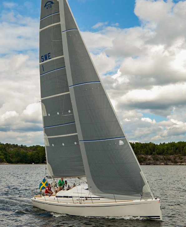 Fully-battened mainsail with grey double sided taffeta. The genoa uses the same construction.  Click to enlarge.