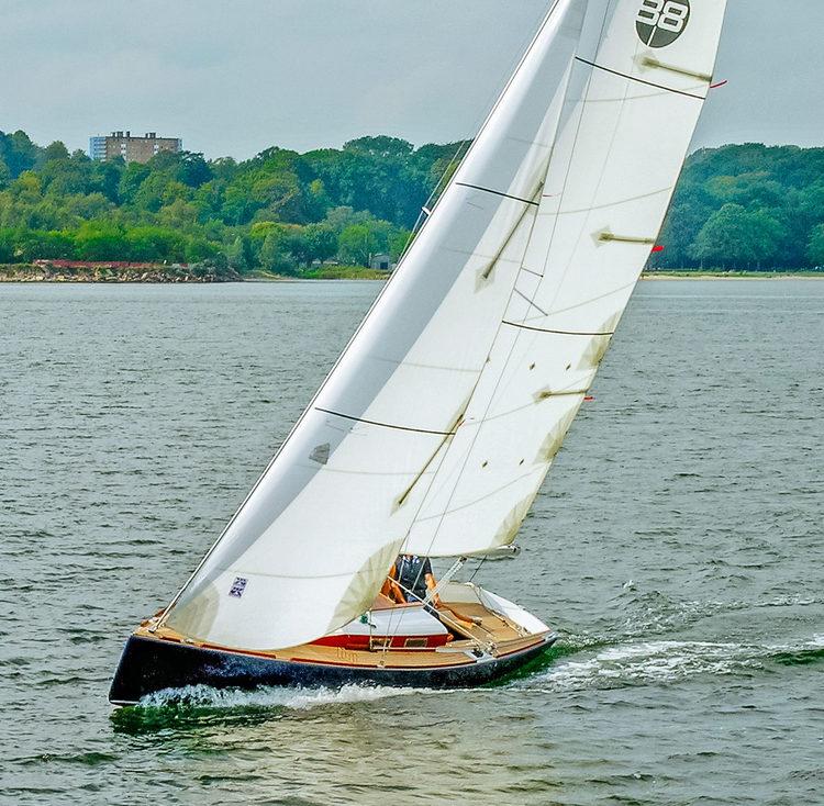 UK+Sailmakers+Dayracer+up+wind+dacron+main+and+genoa.jpg