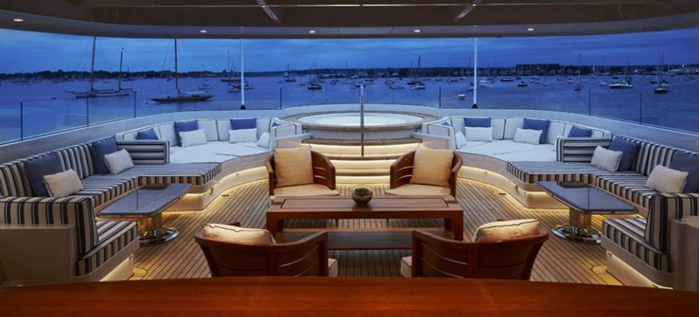 ROCK.IT-superyacht-skylight-in-the-sundeck-canopy-Photo-by-Feadship-Fanclub.jpg