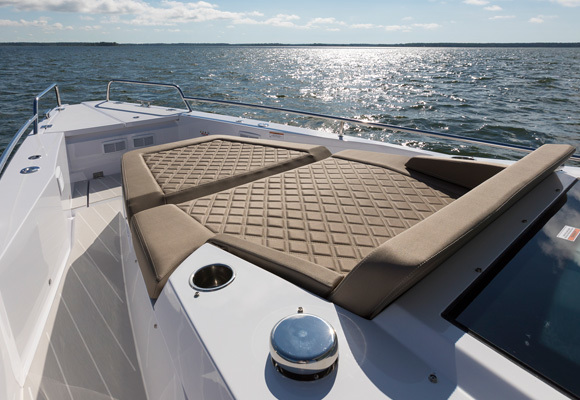 feat37Sunbed-on-foredeck-R7A8824 (1).jpg