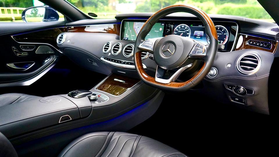 car-2389608_960_720.jpg