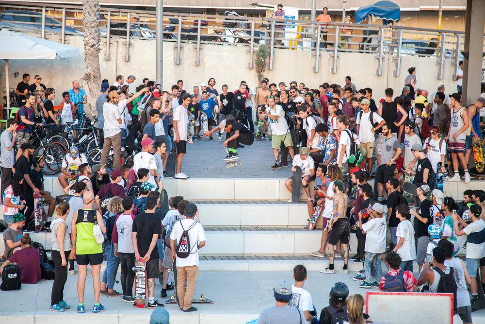 """Erwin Jadraque - front side popshuvit """"Go skateboarding day"""", Tel Aviv beach"""