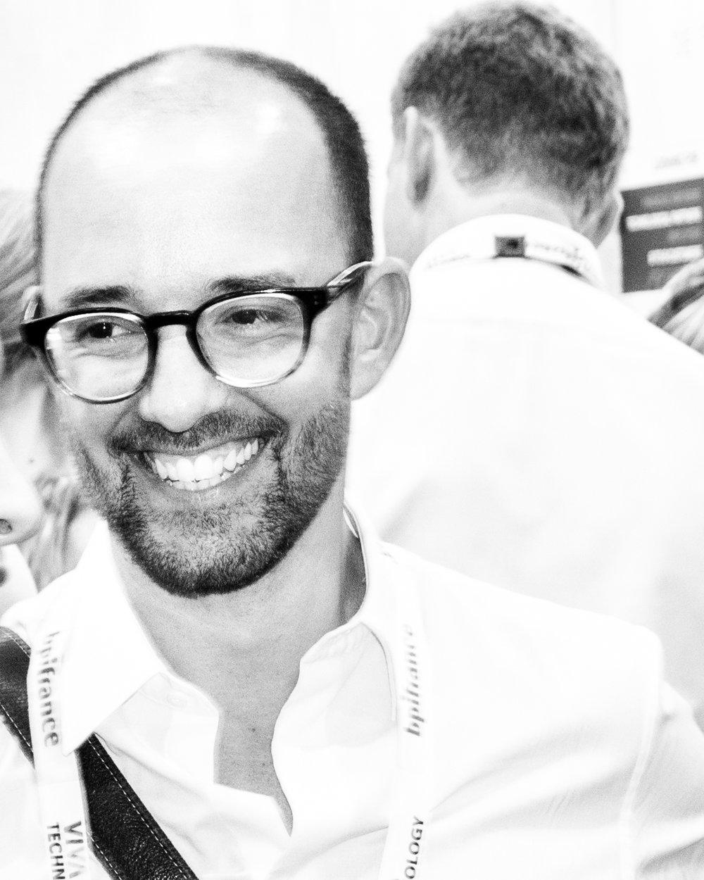 Jean-Noël Chaintreuil - Expert Transformation des Organisations            Directeur Général et Co-Fondateur Retail FactoryDiplômé de Management et de Finance,Jean-Noël travaille depuis plus de 15 ans dans l'accompagnement au changement et la mise en place de stratégies disruptives pour de grandes industries et marques.Ses domaines d'expertise sont dans la compréhension des cultures et la mise en place d'expériences d'apprentissage.Il a créé et dirige le laboratoire d'acculturation digitale 231E47 depuis 2013 et est co-fondateur de Retail Factory.