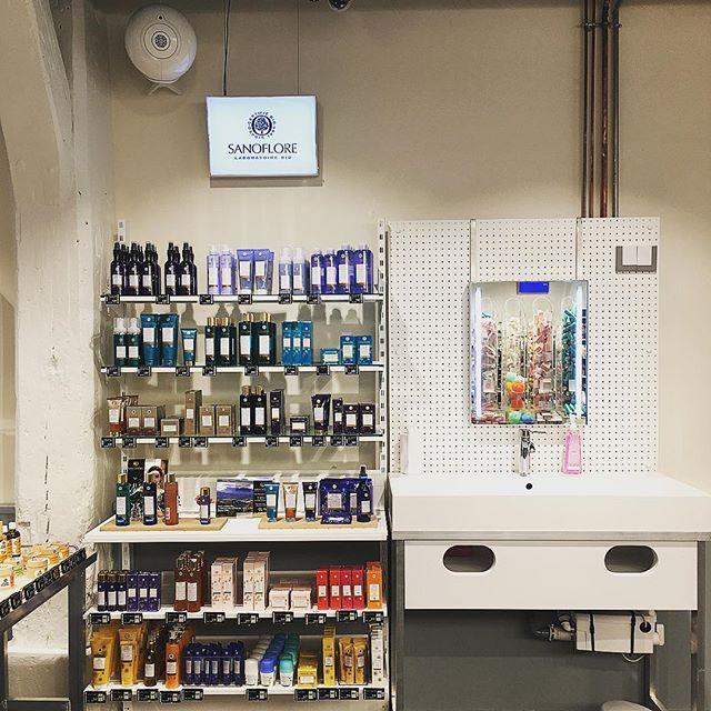 Le Drugstore Parisien is a new drugstore concept by L'Oreal and Casino, they opened 2 Parisian stores at once last week @ledrugstoreparisien #paris #new #122ruedubac #66chausseedantin #ledrugstoreparisien #newconcept #parisian #drugstore #loreal #casino #visualmerchandising #vm #beauty #cosmetics #paris7 #paris9 #retail #design #ouverture #june18