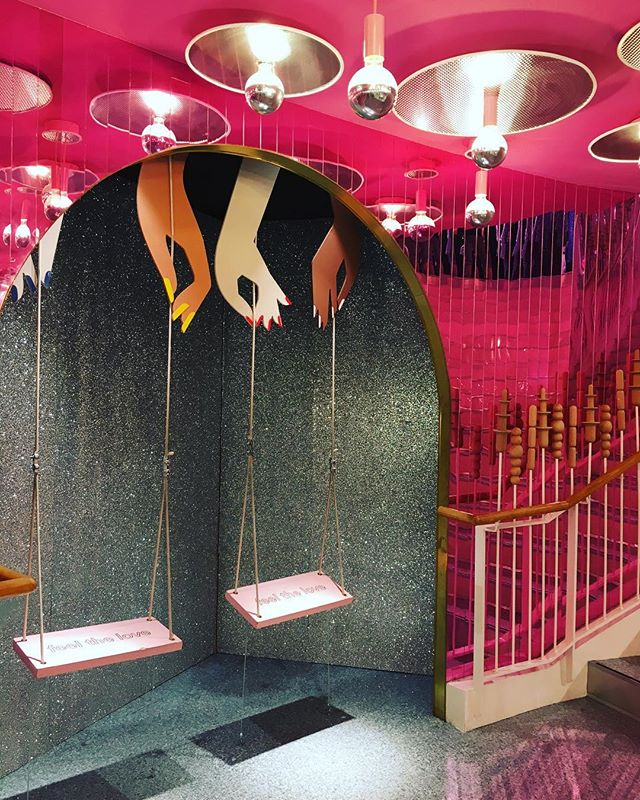 The new Monki store on Rue de Rivoli follows the #instgrammablestore trend we now see more and more in Retail with these swings from where all the teenagers take selfies @monki @hm #new #store #retail #instagrammable #swings #balancoire #design #display #vm #visualmerchandising #disco #pink #interiordesign #fashion #pap #fastfashion #monki #hmgroup #paris #paris1 #ruederivoli #july18