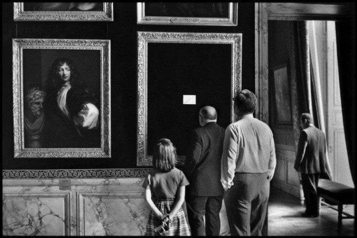 Elliott Erwitt, The Castle de Versailles (1975). His humor is often subtle. And other times it's over the top.