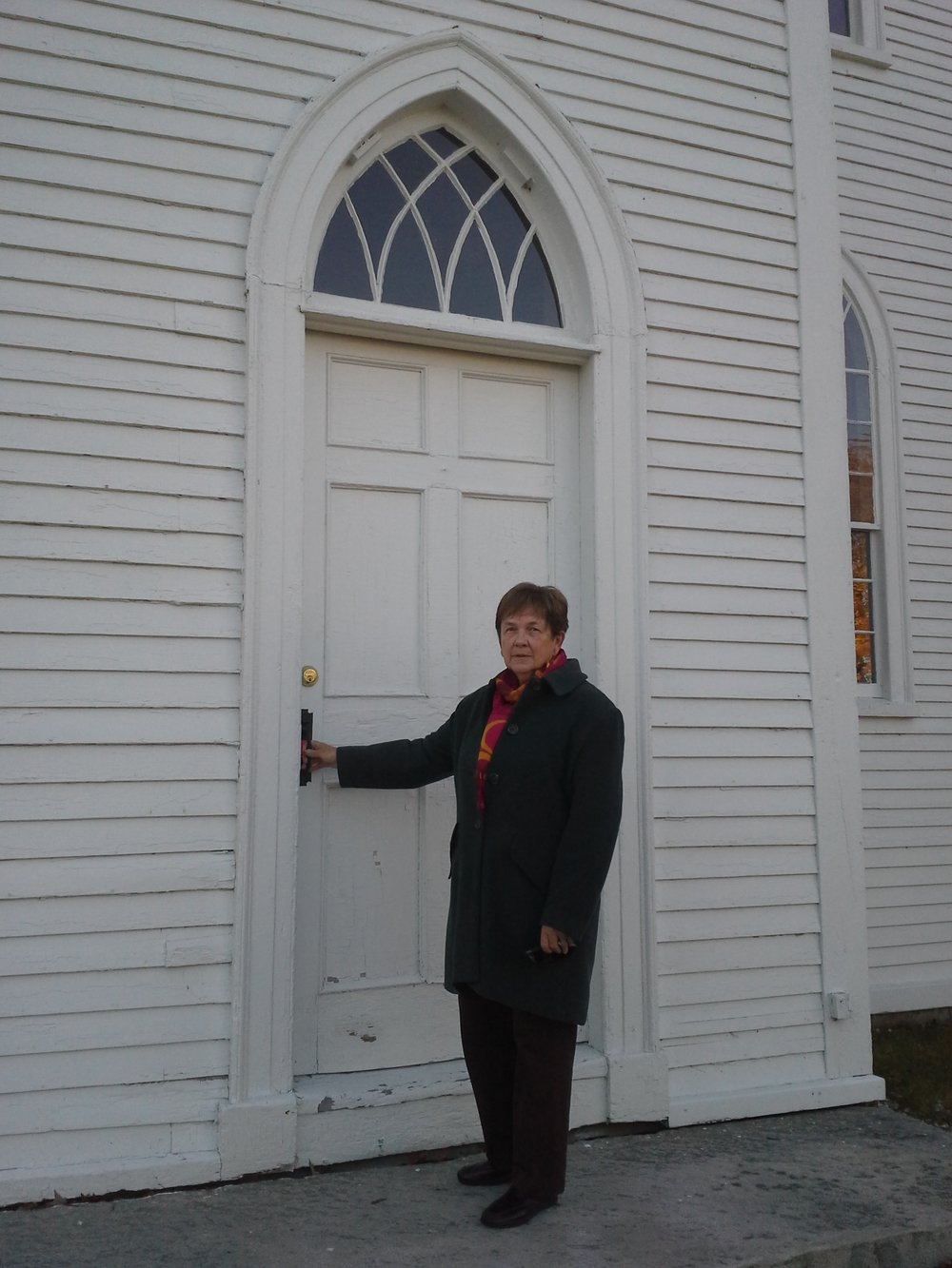Linda at Old Meeting House.jpg