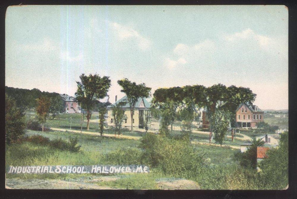 1907, Admin. Bldg. at center.jpg