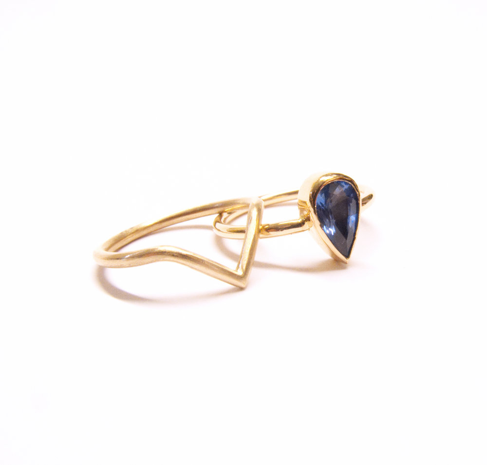 Pear drop Sri Lankin sapphire and 9ct gold interlocking rings
