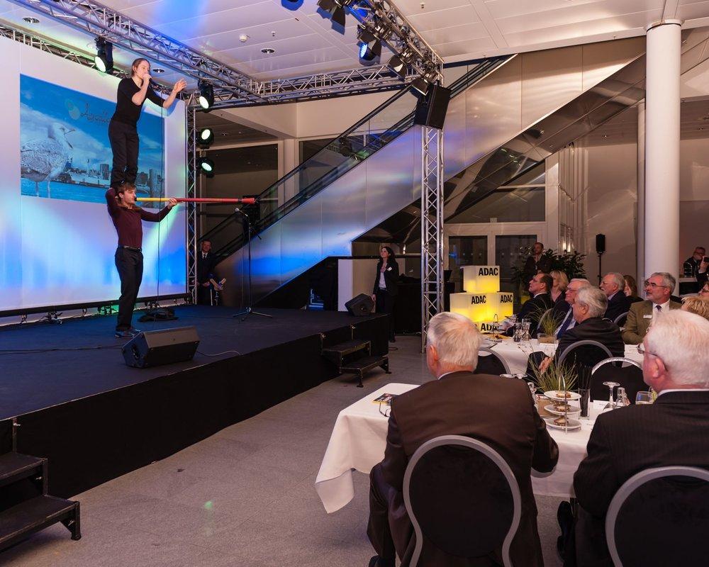 AD_Schulterstand_at_ADAC_CongressCenterHamburg.jpg