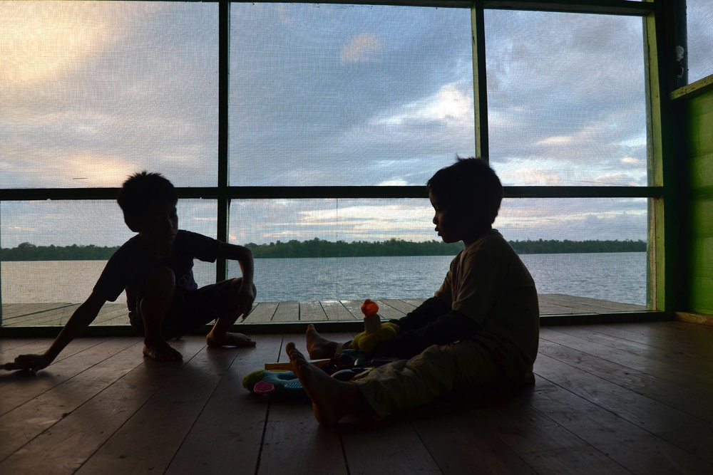 Casa-Guatemala_Kids-Playing-in-Shadows.jpg