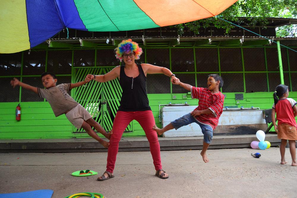 Casa-Guatemala_Volunteer-in-Clown-Makup-Playing-with-Kids.jpg