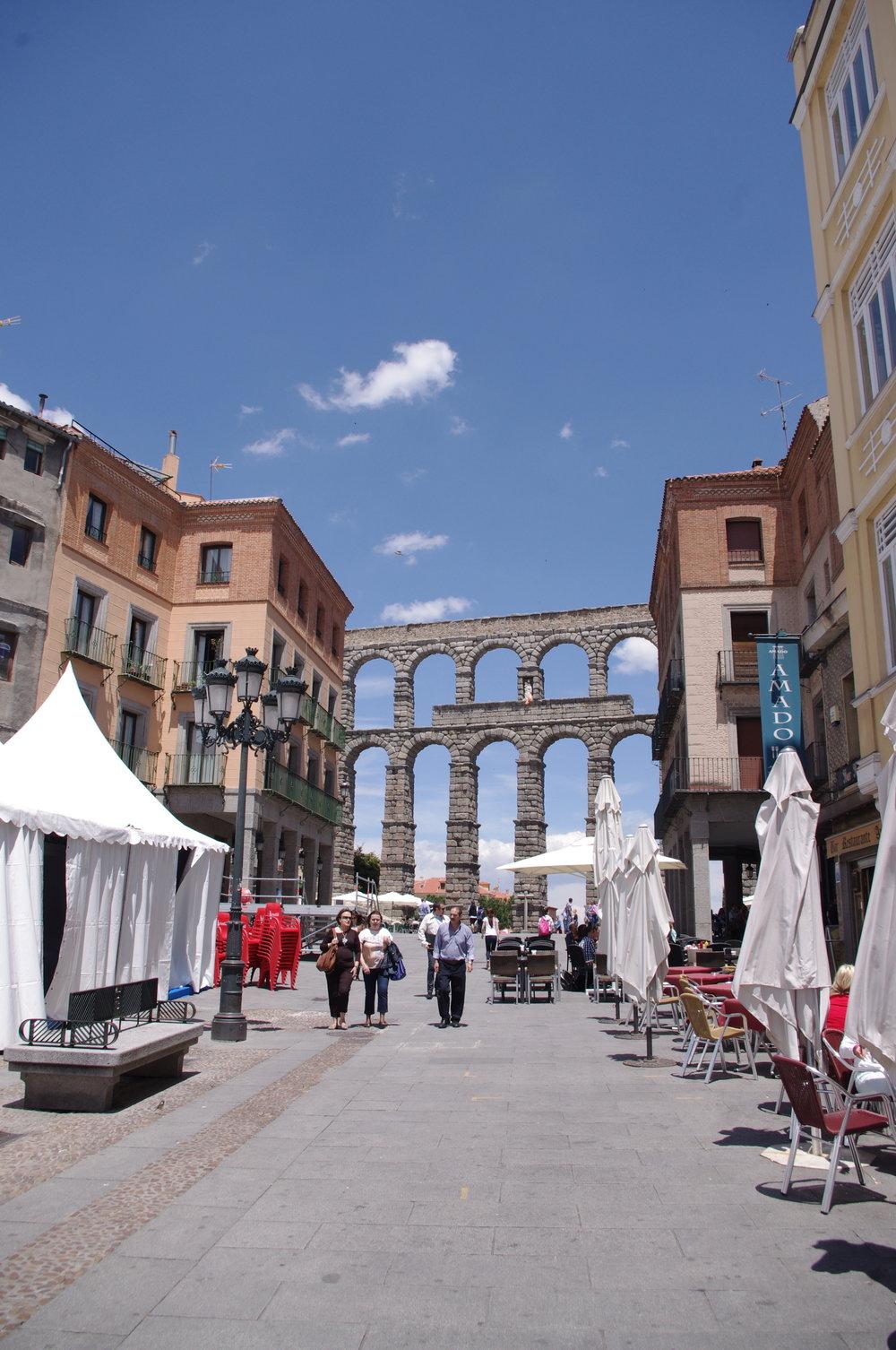 madrid_aqueductinback.jpg