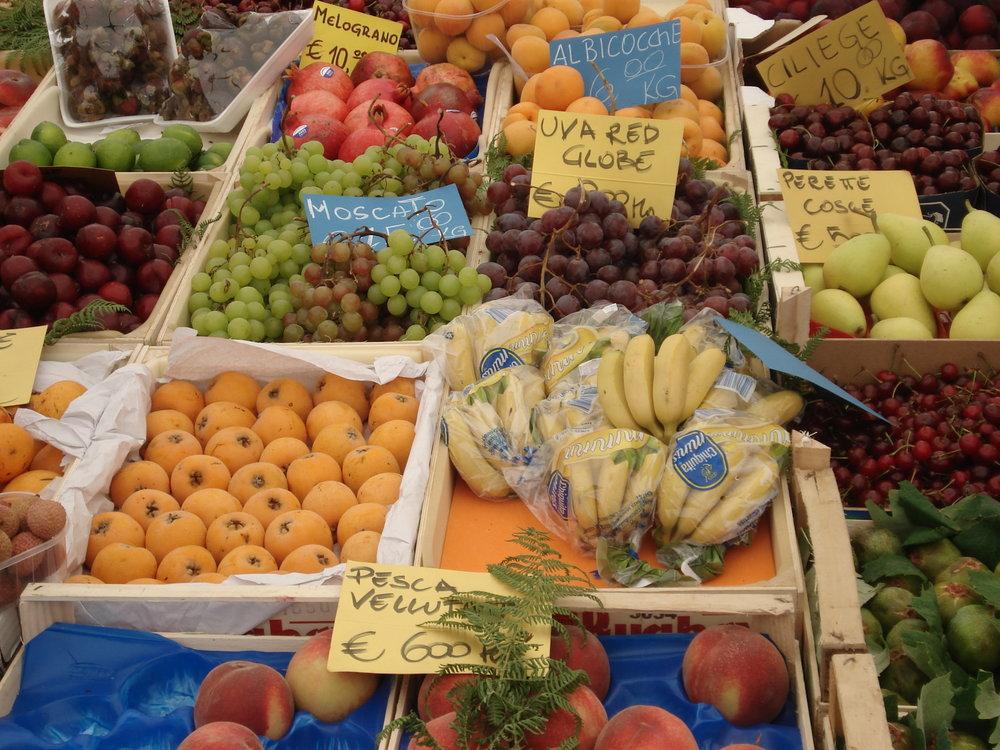 Italy_Rome_CampodeiFiori_Frutta.JPG