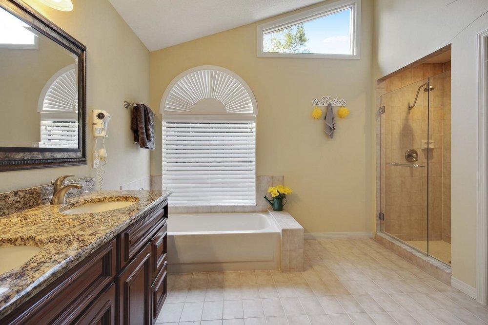 16_bathroom1.jpg