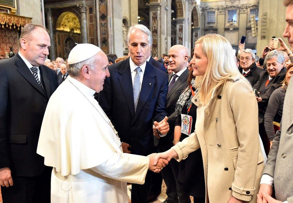 Kirsty-Coventry-pope-Francis.jpg