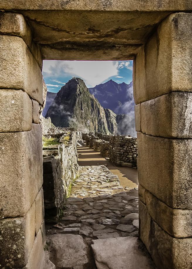 Machu Picchu Unlocked: Español 5 - 12 de Julio, 20188 días, 7 noches - Este retiro está albergado exclusivamente por Unlocked y está abierto para todos. En este retiro exploramos Cusco, el Valle Sagrado, Aguas Calientes y daremos la caminata de Machu y Huayna Picchu. Aprendemos sobre la rica cultura y encanto de Cusco, practicamos yoga en los jardines de chakras de un centro de retiro de lujo en el Valle Sagrado, descubrimos ruinas antiguas y conquistamos la ciudad perdida de Machu Picchu. Todas las comidas menos dos están incluidas y son todos de origen local, orgánico y hecha con amor.