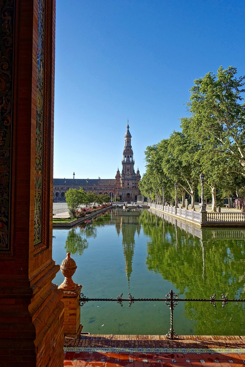 plaza-de-espania-channel-church-seville-161239.jpeg