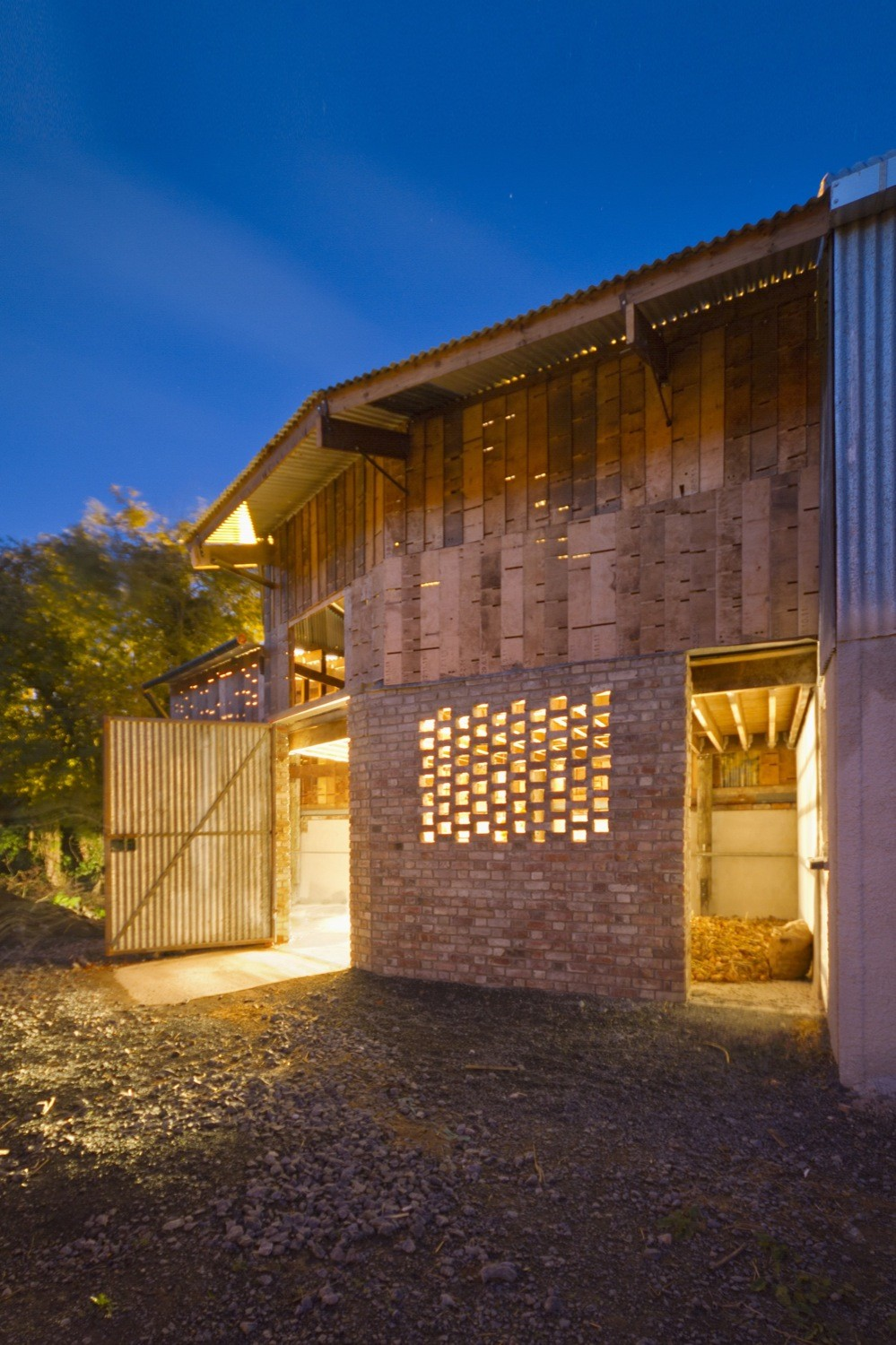 Cowshed__design_and_build_workshops_led_by_Cowshed_Collective._Image_by_Ste_Murray_(7).jpg