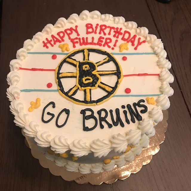 Before skipping town last weekend to go skiing in Vermont, there were cakes to be made... inside the fairy cake: rainbow layers 🌈 and inside the Bruins cake: chocolate cake layers with mint chocolate chip ice cream 🍦 and cookie dough ice cream 🍪 🍦 #cakenantucket #bostonbruins #fairies #icecreamcake