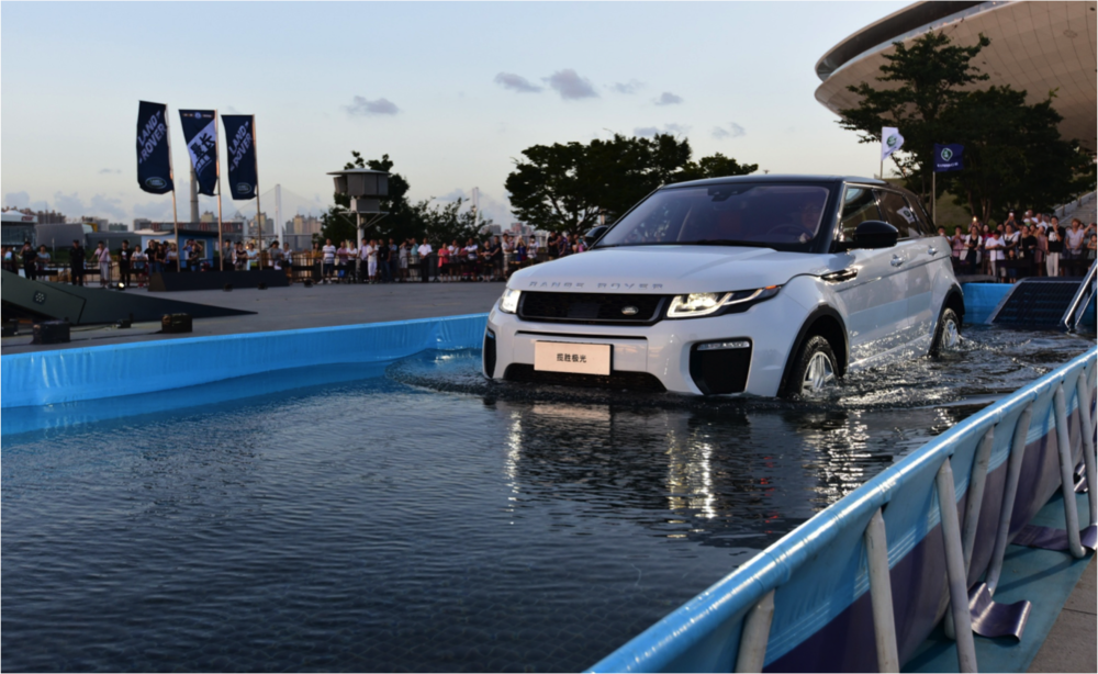Land Rover - Evoque Seesaw Display