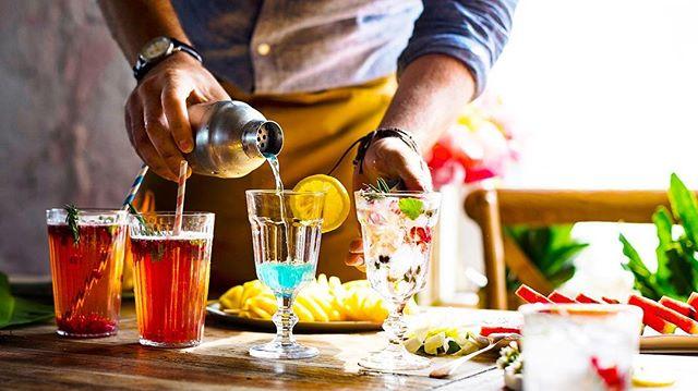 Hello weekend! 👋🏼 You look like I need a few drinks! 😏🙋🏻♂️🥂