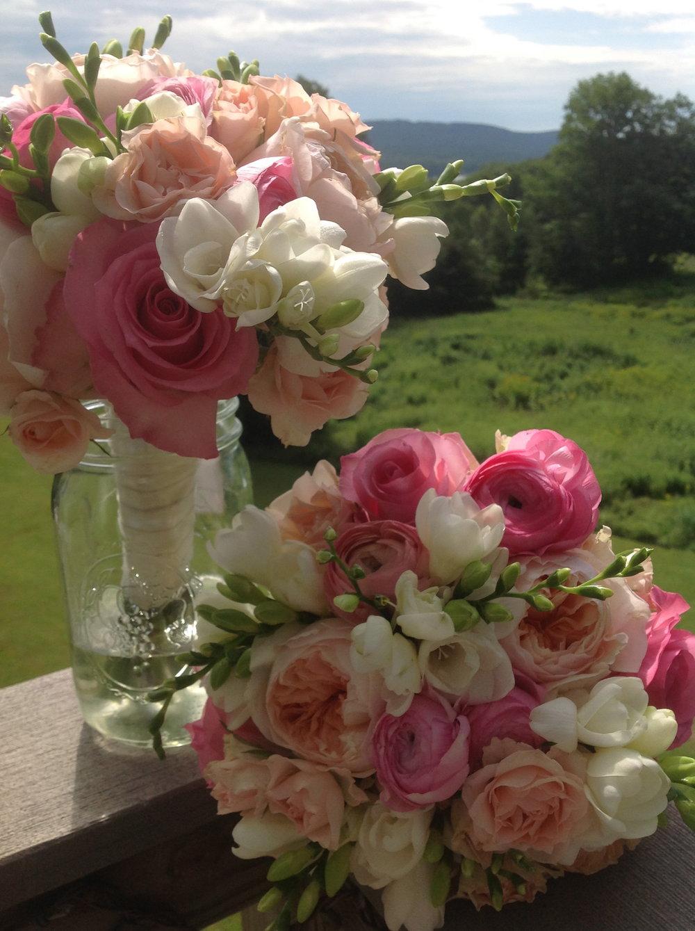 summer pastel bridesmaids bouquets