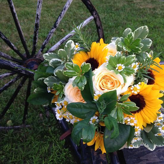 rose & sunflower bridal bouquet.