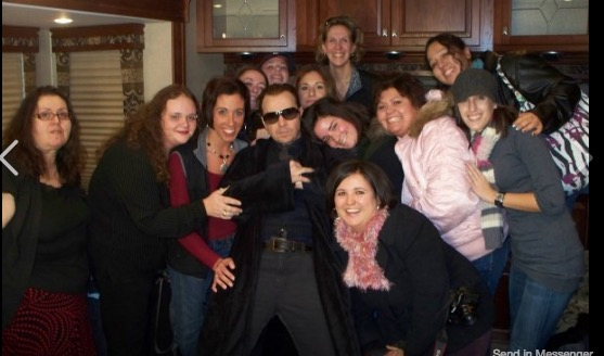 Ali and her friends with Donnie Wahlberg on the set of Bunker