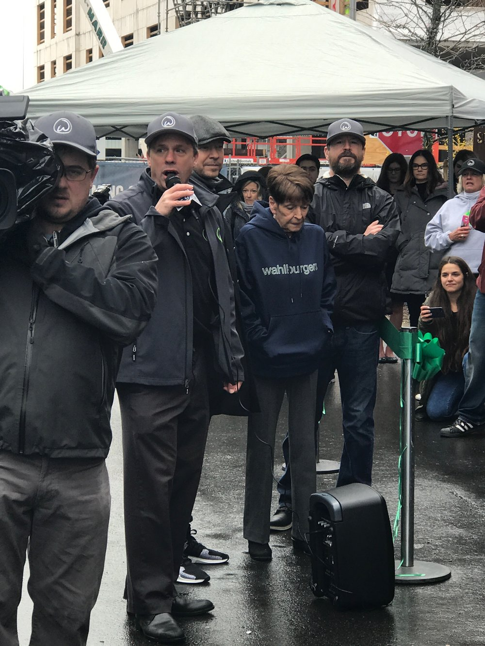 Wahlburgers Ribbon Cutting Ceremony (Donnie, Alma, and Bob Wahlberg)