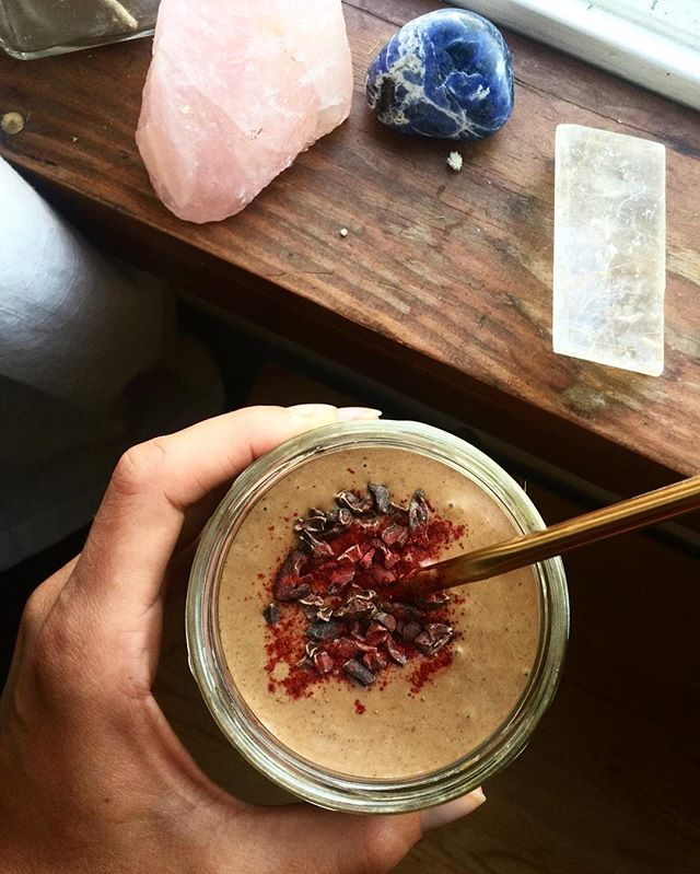 red velvet smoothie / afternoon pick me up full of antioxidants, protein & blood purifying beetroot 🌹⠀ ⠀ recipe⠀ ✨ 1/2 c organic raspberries (bought package free @nadagrocery) ✨ one scoop protein of choice or 3 T collagen⠀ ✨ 1/2 frozen banana or zucchini chunks⠀ ✨ spoon of almond butter⠀ ✨ 1 T organic beetroot powder ✨ 1 tsp maca⠀ ✨ 1 T raw cacao powder ⠀ ✨ 1-1.5 cups plant based milk or water ⠀ ⠀ Blend & enjoy 🤟🏽💘