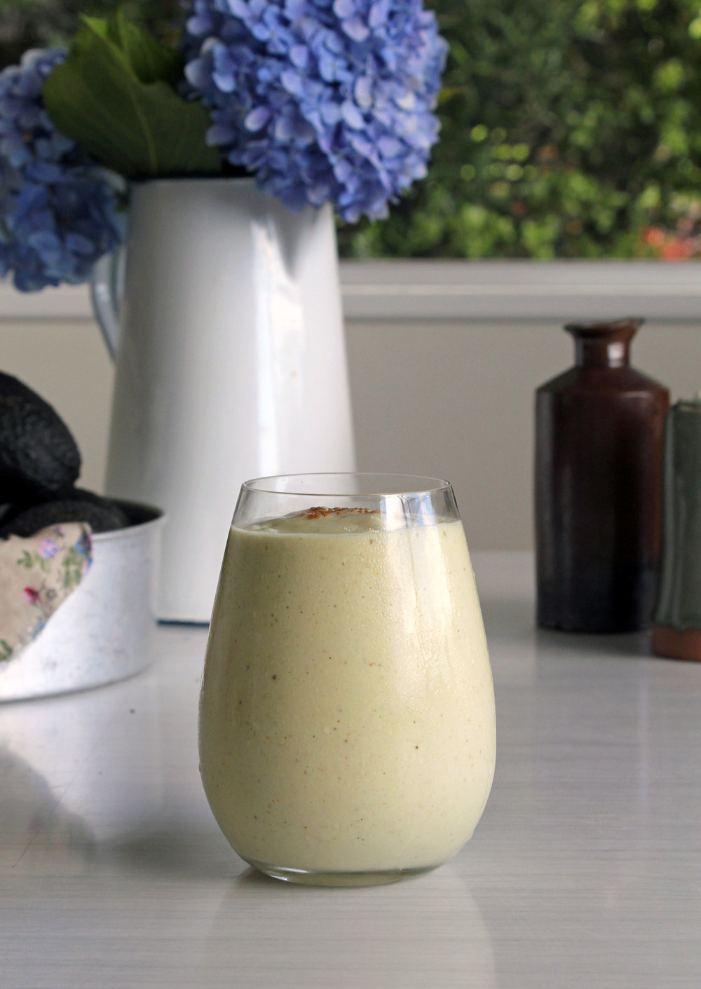 Banana, avocado & walnut breakfast smoothie -