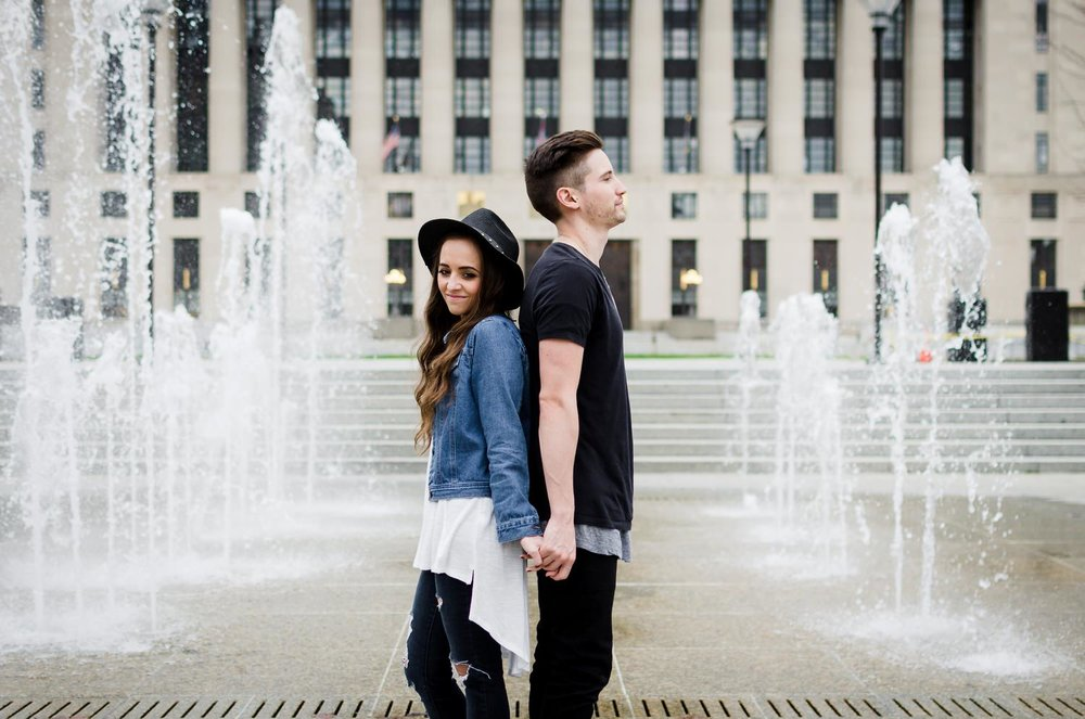 Nashville-wedding-photographers-Downtown-Nashville-Engagement-water-fountain