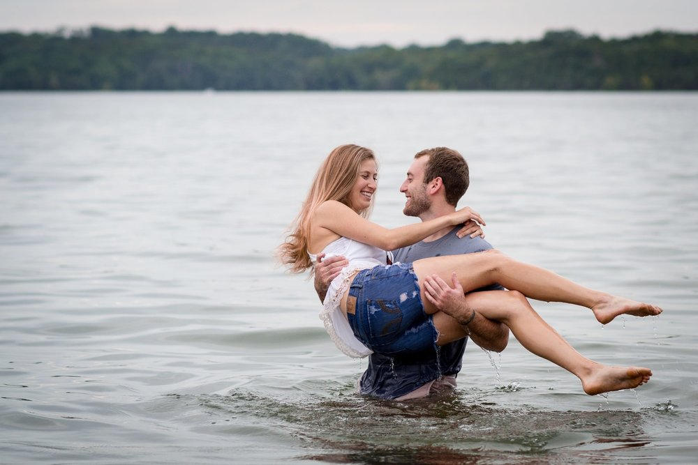 Nashville-lifestyle-photographers-Nashville-Engagement-Lake