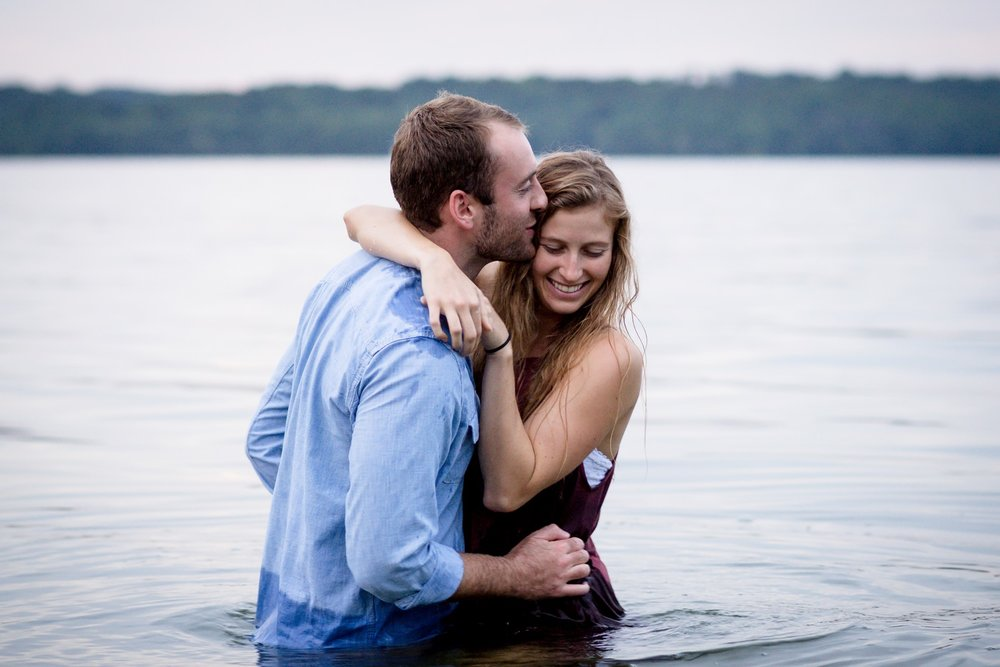 Nashville-wedding-photographers-adventure-lake-water-session