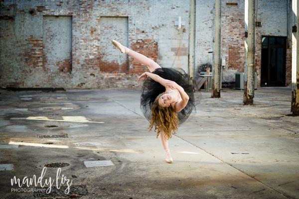 Nashville-senior-photographer-City-Urban-Ballerina-Ballet-Session (1)