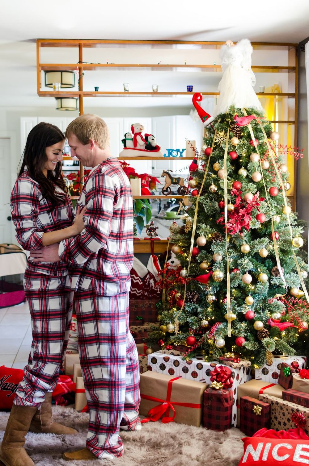 Couple-and-pet-In-Home-Christmas-Pictures-Nashville-Lifestyle-Photographer+10