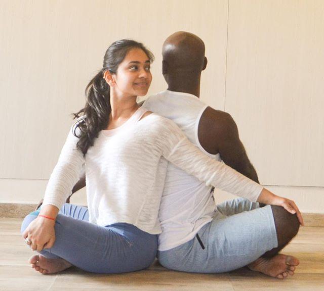 Yin Yang Yoga...! @samratpasham  ##  #partneryoga #yinyang #twists #balance #indianyogi #practice #bangaloreyogis #backtoback