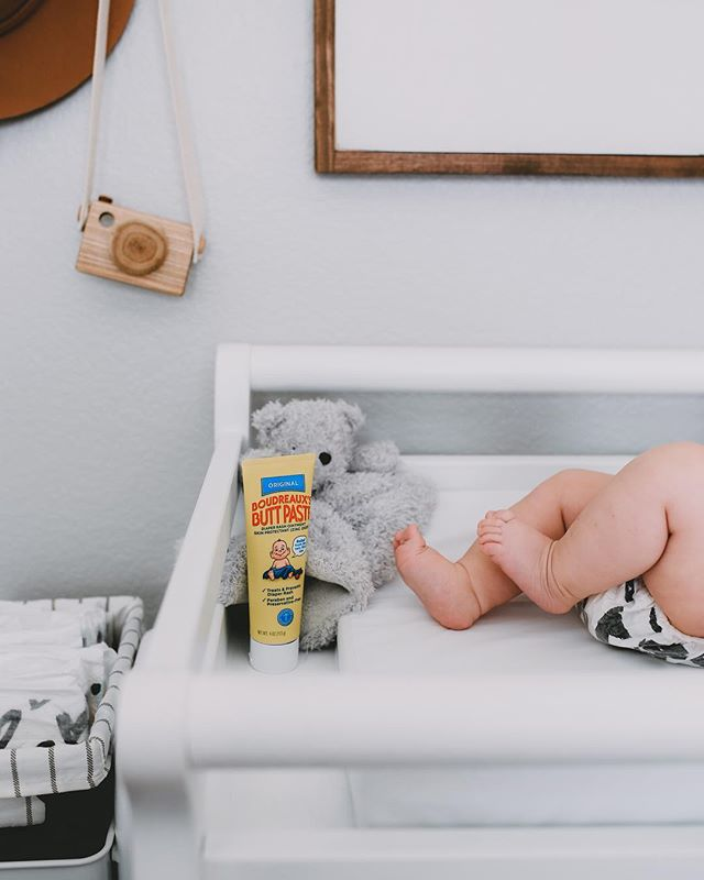 Tiny toes and baby bums - there is literally nothing better! Thanks to @buttpastebaby, we have happy, diaper-rash-free buns over here! Which gives me more time to figure out that other tiny thing... teething. 😅😜 #buttpaste