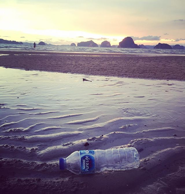 This bottle has a story and it involves humans and our consumption habits. This beach and ocean has a story. How will the story end? Will the beach and even our food chain be riddled with plastic or will we as humans change our habits? This is the question we need to ask ourselves. #savewater #drinkair #noplastic . . #water #air #waterfromair #choices #choice #plastic #story #ocean #beach #ourocean #ourworld #waterbottle #human #humans #habits #goals #change #makethechange