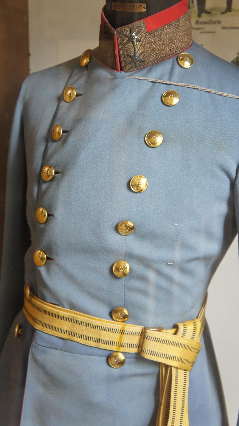 Waffensaal - Aufstellung 2005: Feuerwaffen - Uniformen von der Monarchie bis zum Bundesheer - Säbel - Schießscheiben aus dem 18. Jahrhundert - u.a.m.