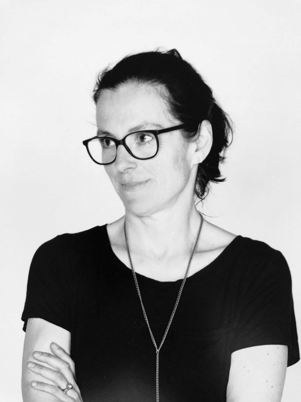 Veronika Dirnhofer | Gründerin   Menschen kommen neu in Österreich an, sie sind größtenteils geflüchtet – aus unterschiedlichsten Gründen. Sie sind hier und sind noch lange nicht angekommen. Und sie brauchen meist Unterstützung – auf verschiedensten Ebenen und in vielen Belangen.