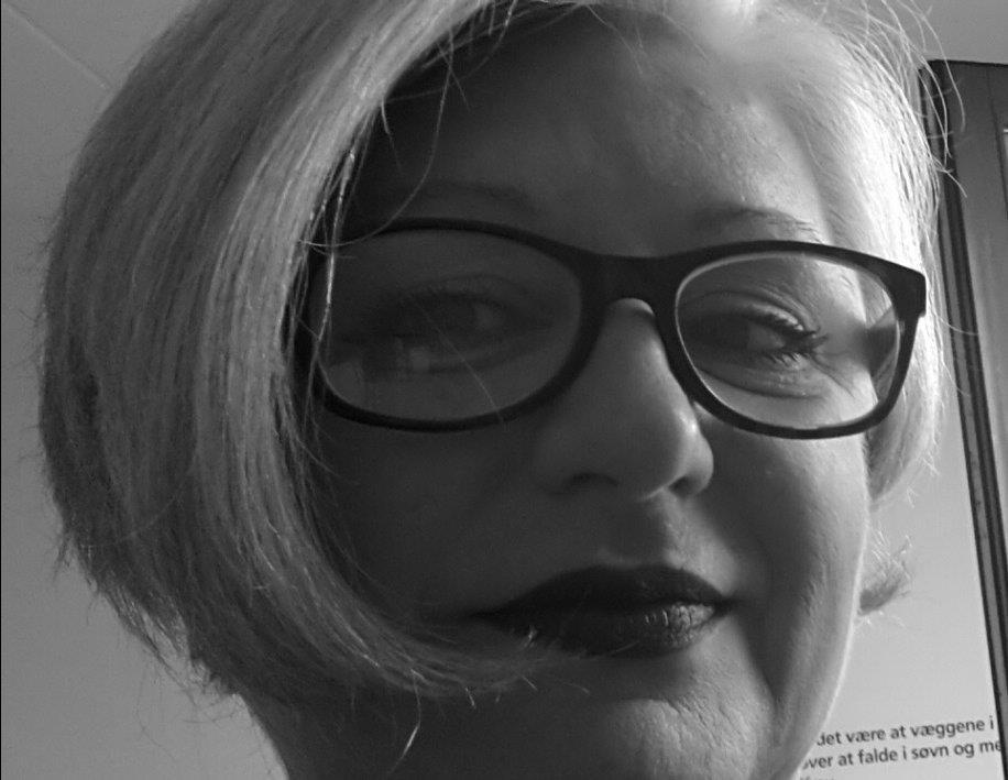 Gabriele Reinharter-Schrammel |  Head of  International Office Academy of Fine Arts Vienna   Solidarity matters gibt mir die Möglichkeit zusammen mit Gleichgesinnten junge Menschen zu treffen, die als Migrant*innen nach Österreich kamen. Ich kann an einem Teil ihres Lebens teilnehmen und gemeinsam mit dem Team von Solidarity matters unbürokratisch helfen und die jungen Menschen in Belangen des Lebens und des Lebens in Österreich unterstützen.  Im Herbst 2015 interessierte es mich Menschen kennen zu lernen, die als Flüchtlinge nach Österreich kamen. Ich wollte mir ein eigenes Bild machen und hatte keinen Bock auf Vorurteile. Ich wollte mit dem unterstützen, was ich anbieten konnte, für mich machbar und normal war: meine Zeit am Wochenende, offene Ohren für die Probleme junger Menschen und die Kenntnis über das Leben und das zwischenmenschliche Verhalten in Österreich.