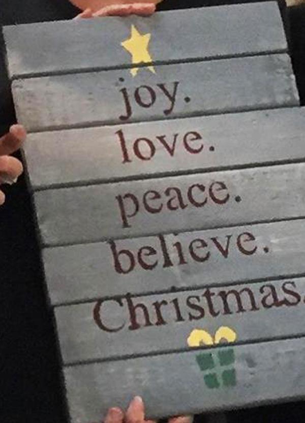 christmastresign.jpg